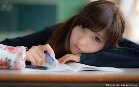 【美少女制服画像】見ているだけで癒やされる美少女アイドルの学校制服姿に萌えた 72