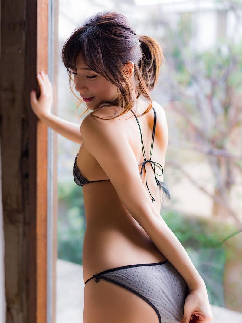 【夏本あさみグラビア画像】クイッと突き出したヒップラインがめちゃシコレベル! 57