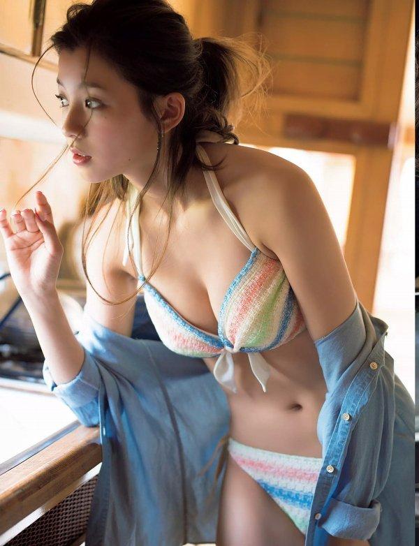【朝比奈彩グラビア画像】ファッションモデルらしいスタイル抜群な長身ボディが映える! 03