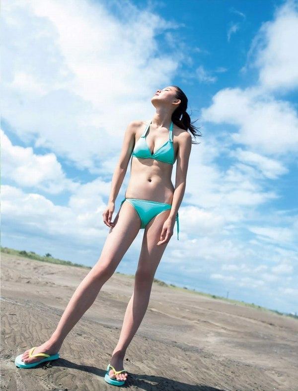 【朝比奈彩グラビア画像】ファッションモデルらしいスタイル抜群な長身ボディが映える! 09
