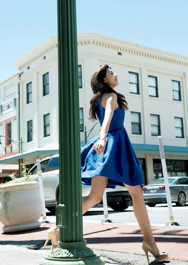 【朝比奈彩グラビア画像】ファッションモデルらしいスタイル抜群な長身ボディが映える! 46