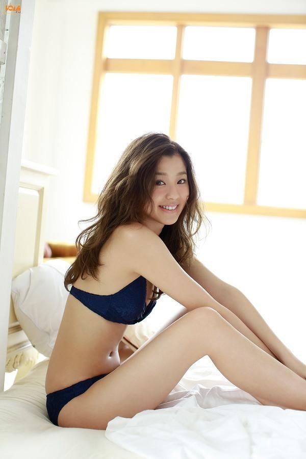 【朝比奈彩グラビア画像】ファッションモデルらしいスタイル抜群な長身ボディが映える! 75