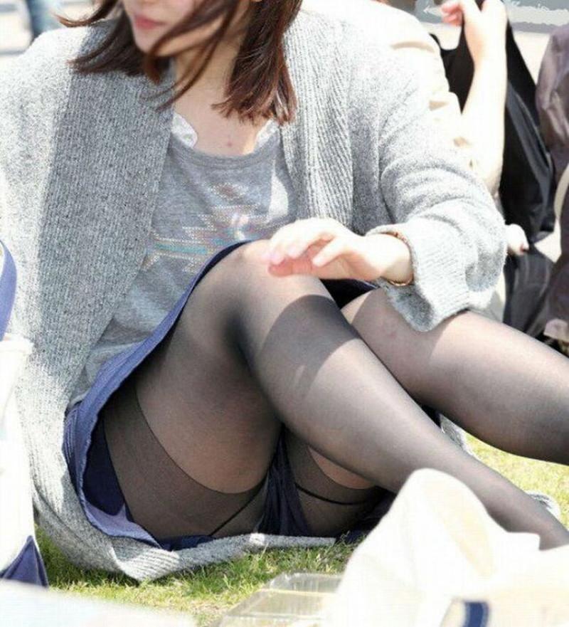 【お花見エロ画像】おダンゴよりおマンコを食べたくなっちゃうパンチラお姉さんw 03