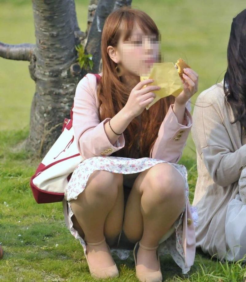 【お花見エロ画像】おダンゴよりおマンコを食べたくなっちゃうパンチラお姉さんw 04