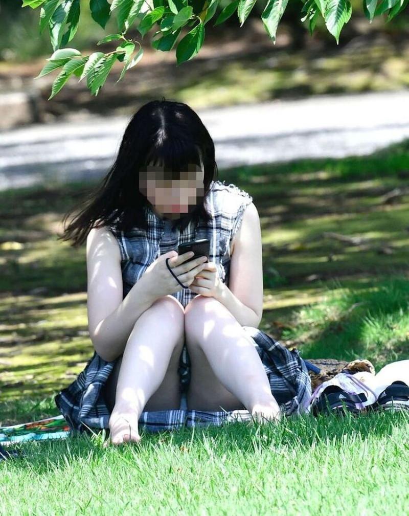 【お花見エロ画像】おダンゴよりおマンコを食べたくなっちゃうパンチラお姉さんw 13