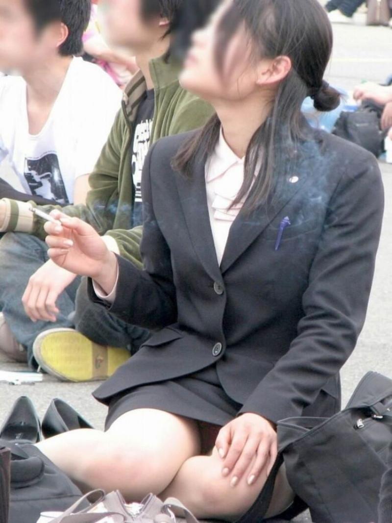 【お花見エロ画像】おダンゴよりおマンコを食べたくなっちゃうパンチラお姉さんw 19