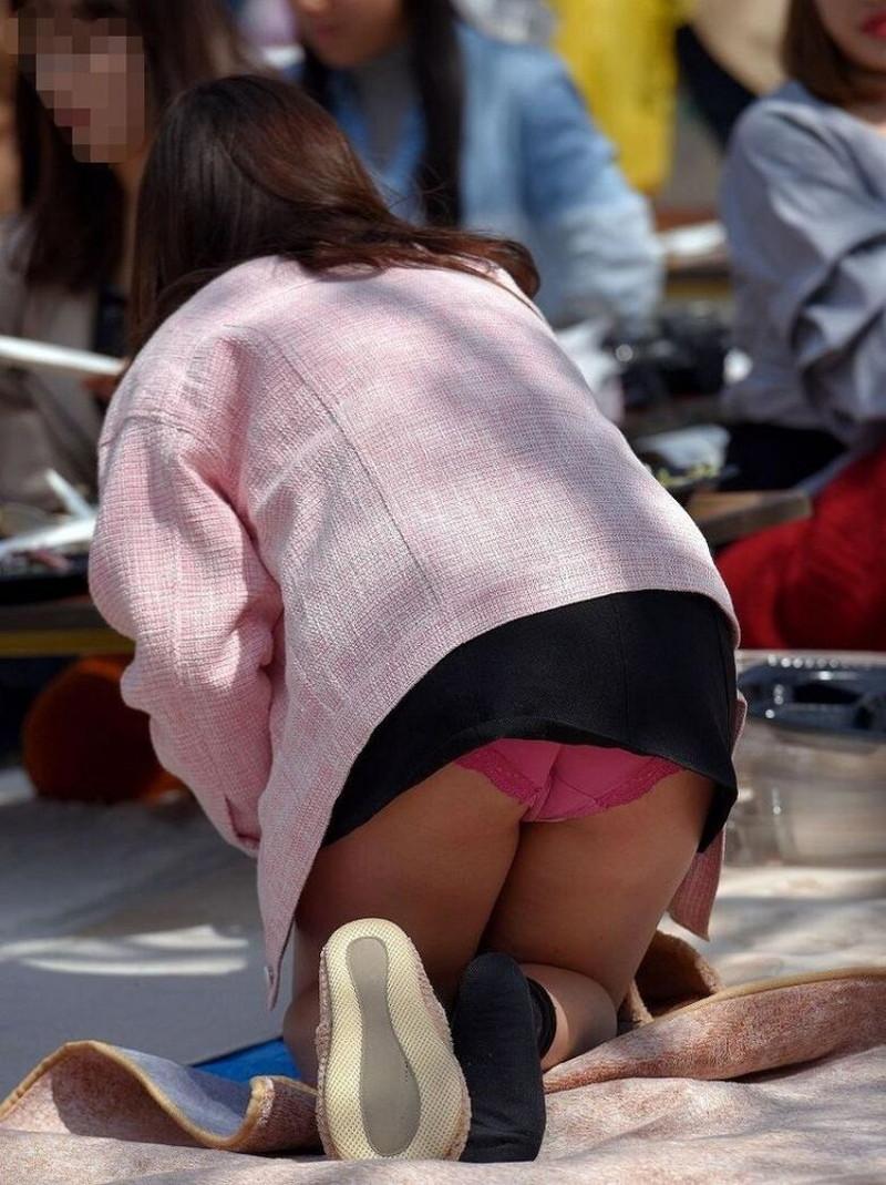 【お花見エロ画像】おダンゴよりおマンコを食べたくなっちゃうパンチラお姉さんw 21