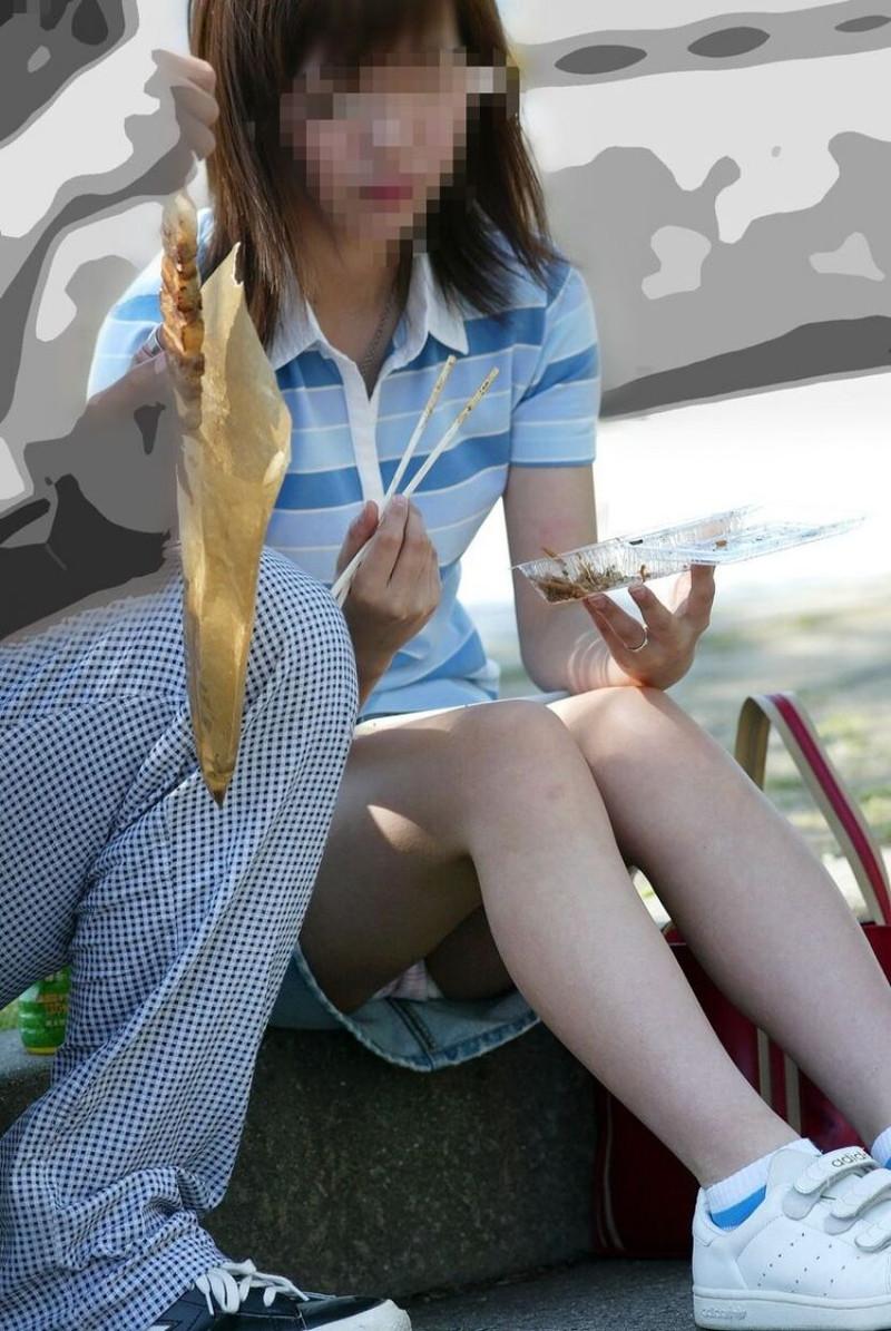 【お花見エロ画像】おダンゴよりおマンコを食べたくなっちゃうパンチラお姉さんw 33