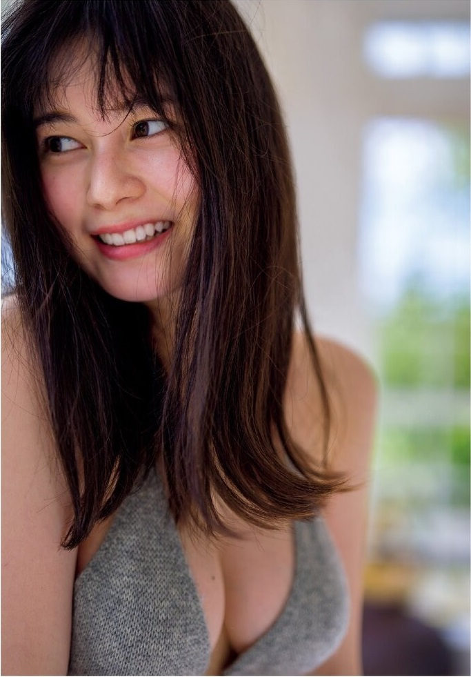 【大久保桜子グラビア画像】美肌美乳で人気上昇中の清楚系美少女が魅せる大胆ビキニ姿 16