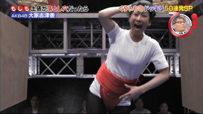 【大家志津香キャプ画像】AKB48のバラエティ担当アイドルが見せた大胆パンチラ!? 09