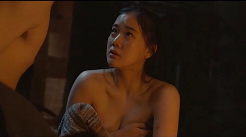 【芸能人濡れ場画像】普段脱ぐことが無い女優のセックスシーンお宝画像 12