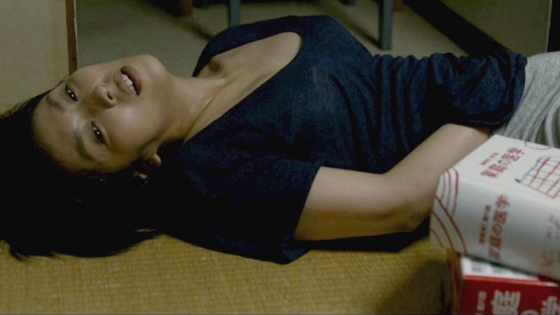 【芸能人濡れ場画像】普段脱ぐことが無い女優のセックスシーンお宝画像 14