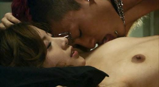 【芸能人濡れ場画像】普段脱ぐことが無い女優のセックスシーンお宝画像 55