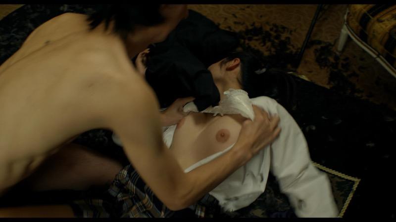 【芸能人濡れ場画像】普段脱ぐことが無い女優のセックスシーンお宝画像 72