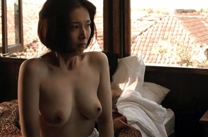 【芸能人濡れ場画像】普段脱ぐことが無い女優のセックスシーンお宝画像 73