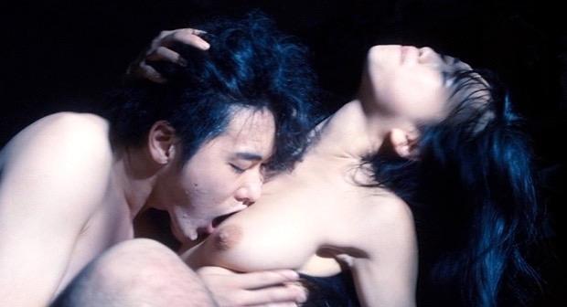 【芸能人濡れ場画像】普段脱ぐことが無い女優のセックスシーンお宝画像 79