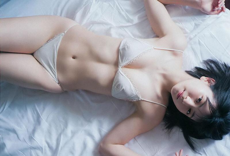 【山田南実グラビア画像】アイドル系美少女がエッチな水着姿を見せるなんて最高過ぎるw