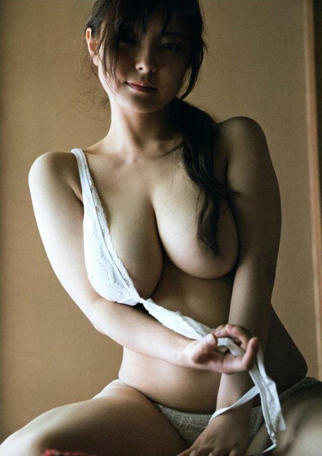 【花井美理グラビア画像】激エロJカップ爆乳をヌードで惜しげもなく晒すグラドル美熟女 14