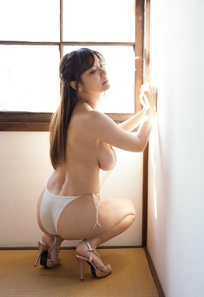 【花井美理グラビア画像】激エロJカップ爆乳をヌードで惜しげもなく晒すグラドル美熟女 20