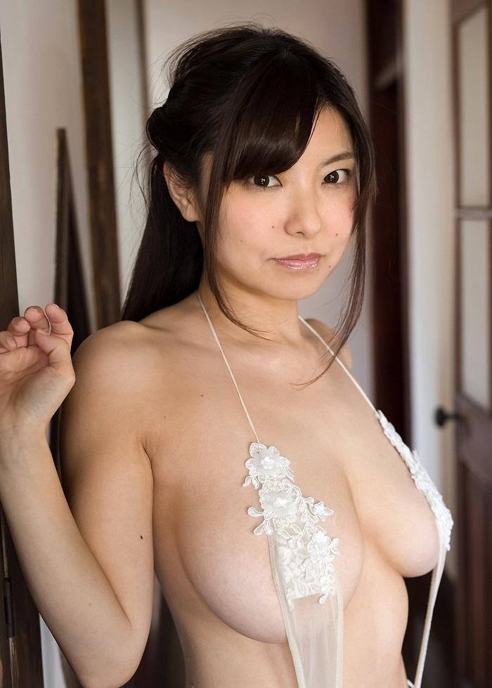【花井美理グラビア画像】激エロJカップ爆乳をヌードで惜しげもなく晒すグラドル美熟女 35