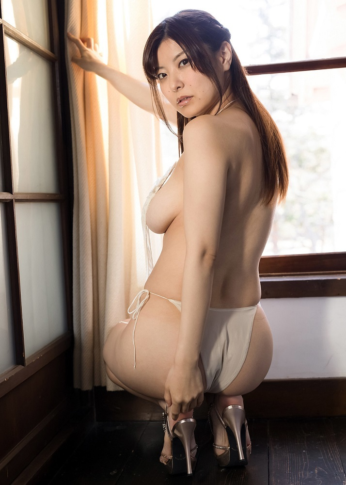 【花井美理グラビア画像】激エロJカップ爆乳をヌードで惜しげもなく晒すグラドル美熟女 40