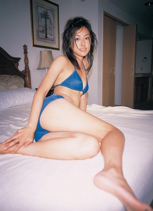 【木下あゆ美グラビア画像】特撮ドラマ出身女優が魅せたビキニ姿のお宝画像! 10