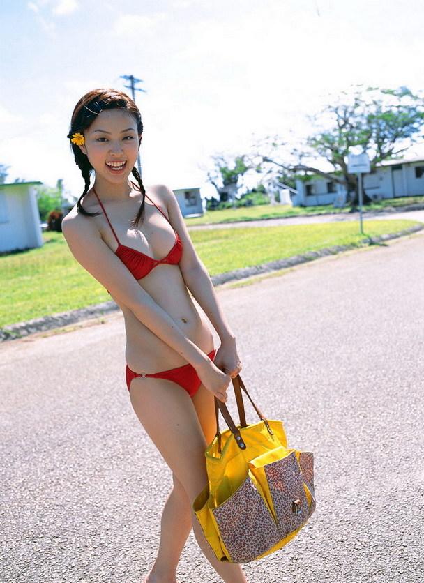 【木下あゆ美グラビア画像】特撮ドラマ出身女優が魅せたビキニ姿のお宝画像! 24