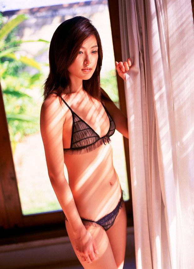 【木下あゆ美グラビア画像】特撮ドラマ出身女優が魅せたビキニ姿のお宝画像! 29