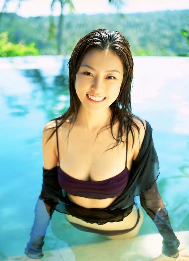 【木下あゆ美グラビア画像】特撮ドラマ出身女優が魅せたビキニ姿のお宝画像! 34