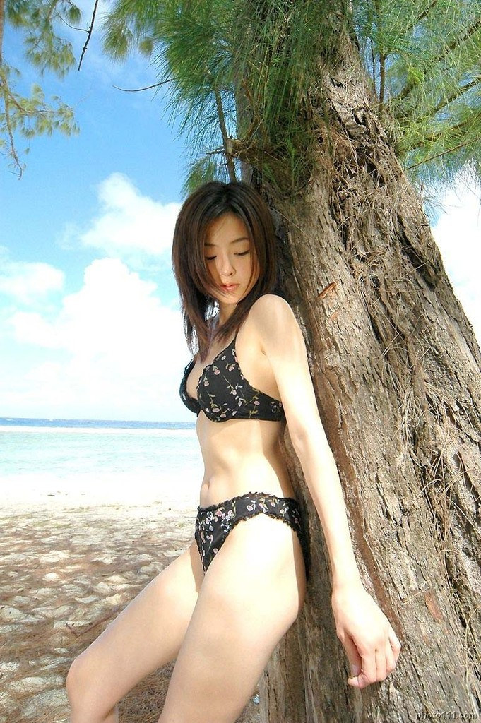 【木下あゆ美グラビア画像】特撮ドラマ出身女優が魅せたビキニ姿のお宝画像! 52