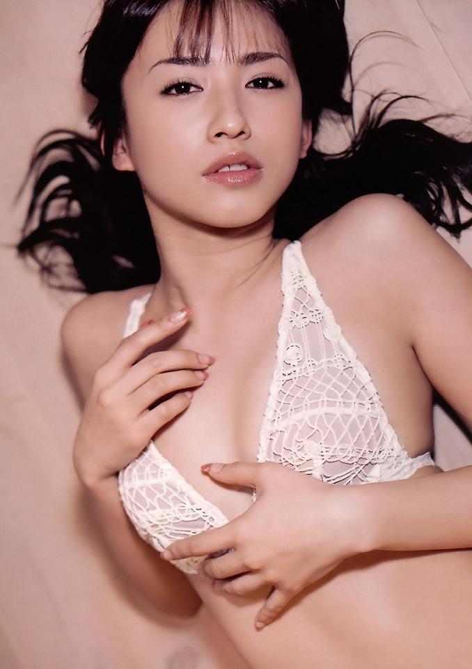 【優木まおみグラビア画像】エロ賢いBカップスレンダー美女のセクシービキニボディ 12