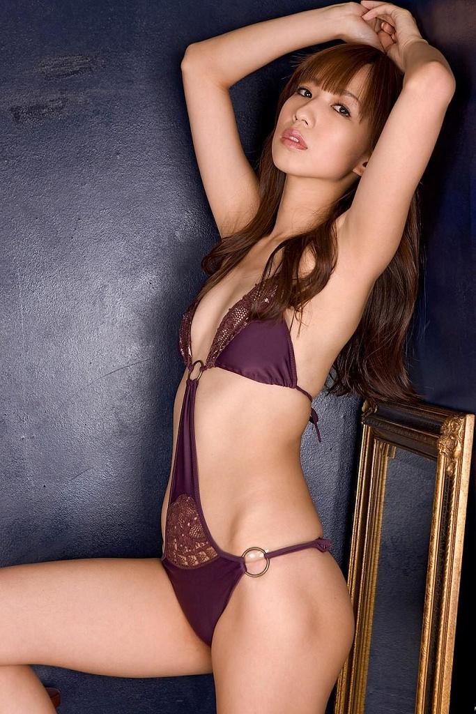 【優木まおみグラビア画像】エロ賢いBカップスレンダー美女のセクシービキニボディ 20