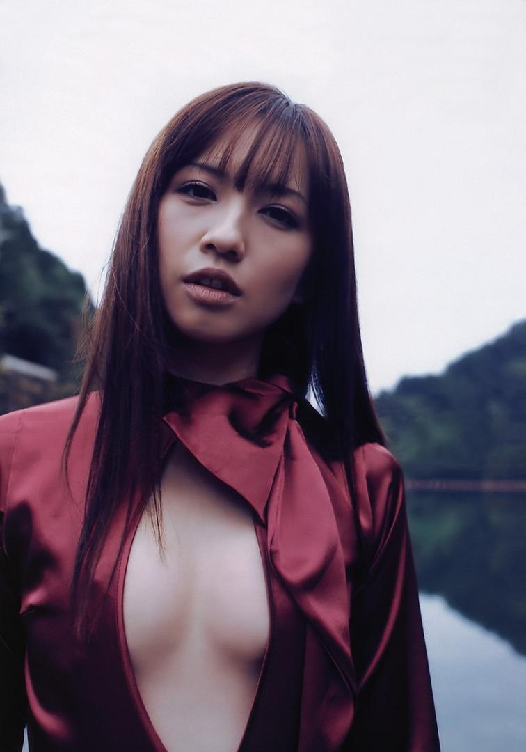 【優木まおみグラビア画像】エロ賢いBカップスレンダー美女のセクシービキニボディ 35