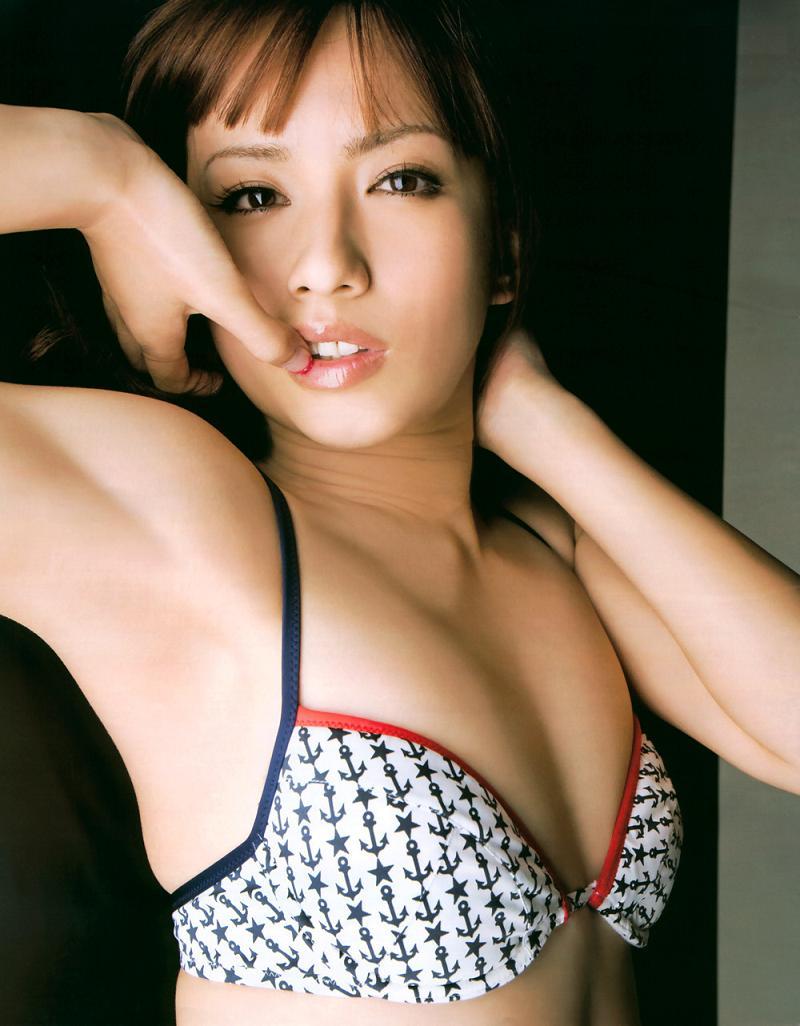 【優木まおみグラビア画像】エロ賢いBカップスレンダー美女のセクシービキニボディ 37