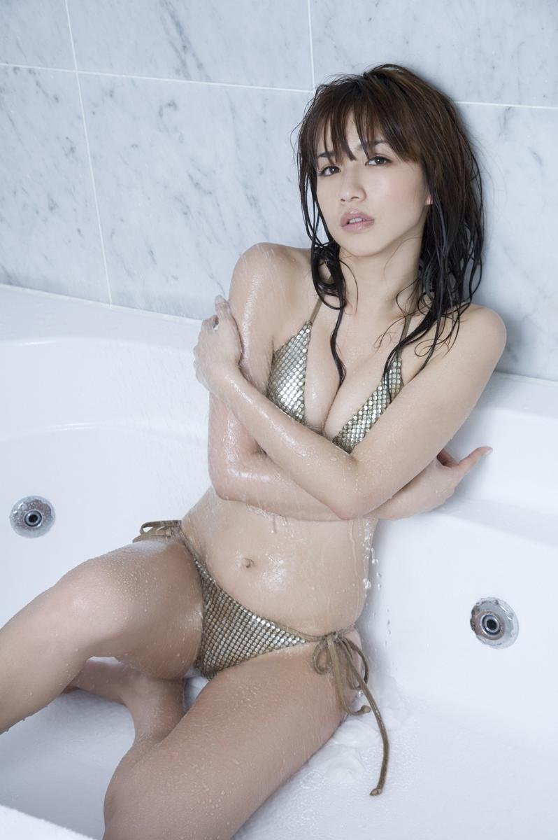 【優木まおみグラビア画像】エロ賢いBカップスレンダー美女のセクシービキニボディ 52