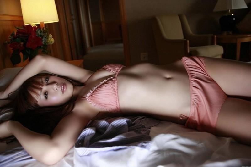 【優木まおみグラビア画像】エロ賢いBカップスレンダー美女のセクシービキニボディ 65