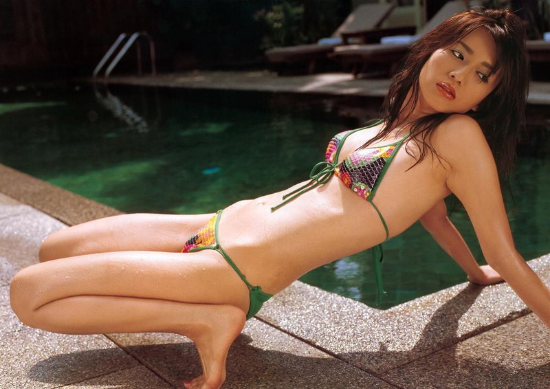 【優木まおみグラビア画像】エロ賢いBカップスレンダー美女のセクシービキニボディ 68