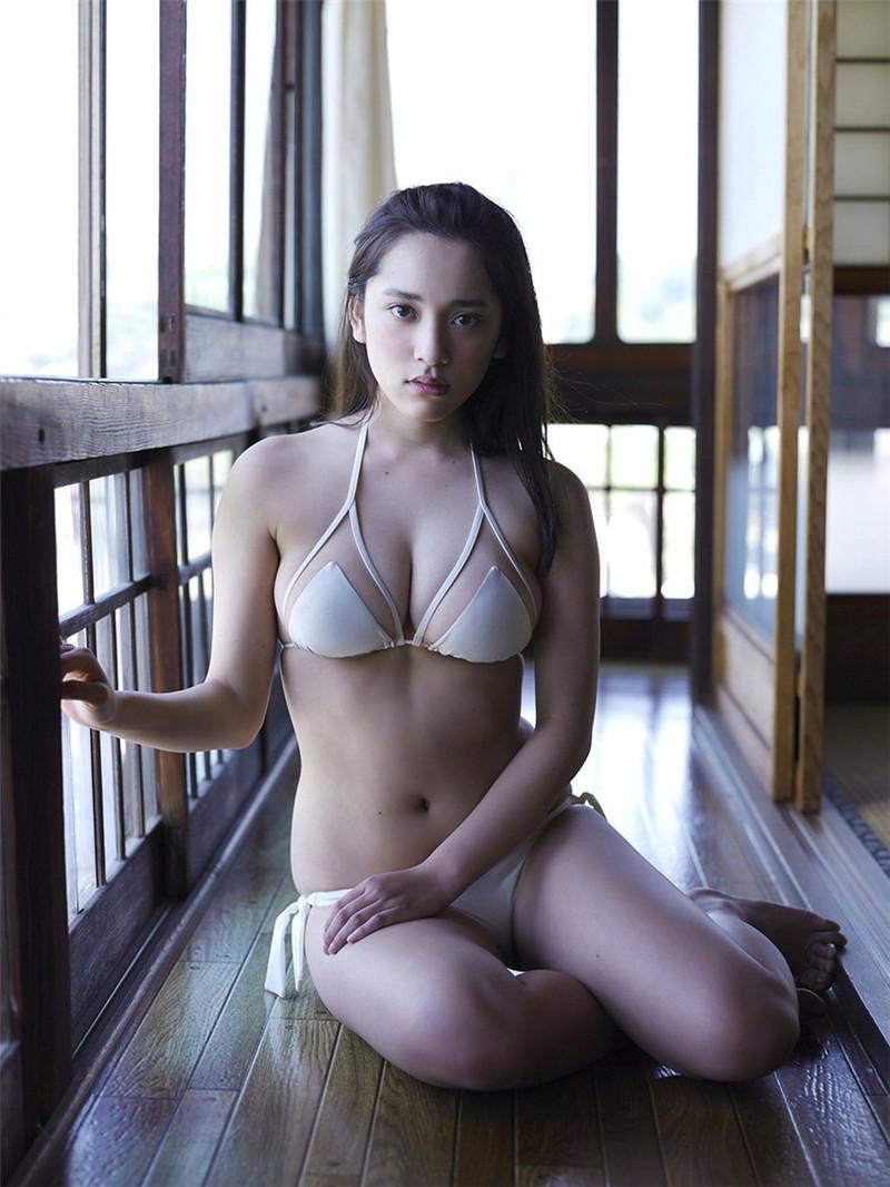 【都丸紗也華グラビア画像】神乳と呼ばれるFカップ巨乳ボディがめちゃシコ過ぎる! 44