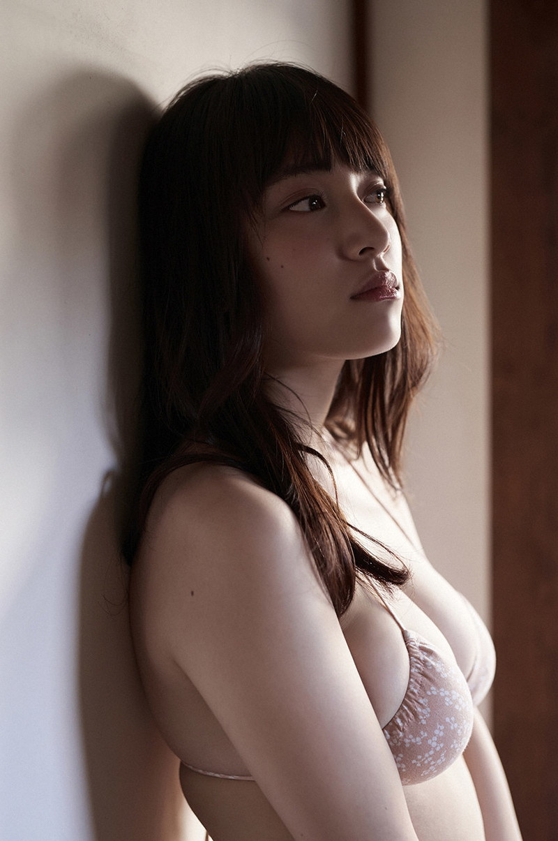 【都丸紗也華グラビア画像】神乳と呼ばれるFカップ巨乳ボディがめちゃシコ過ぎる! 72