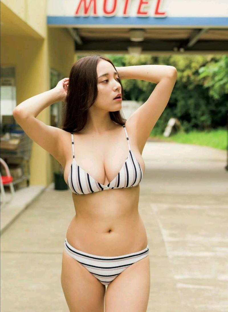 【都丸紗也華グラビア画像】神乳と呼ばれるFカップ巨乳ボディがめちゃシコ過ぎる! 77