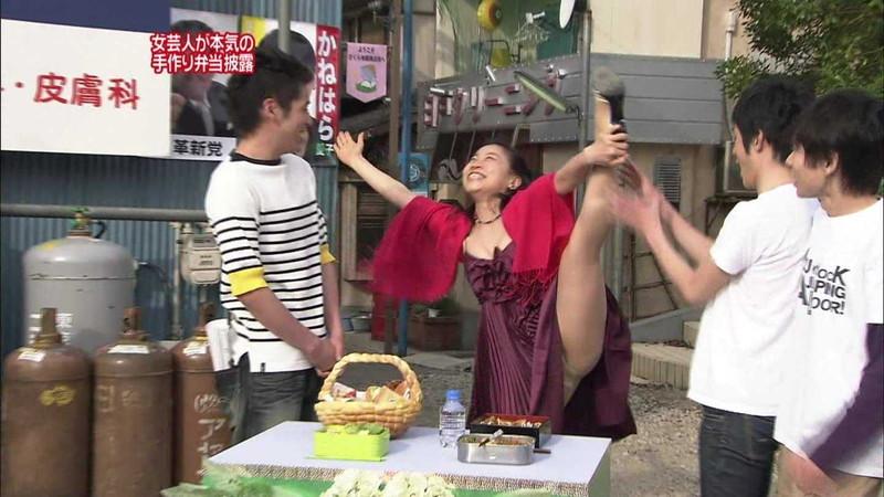【放送事故画像】女芸人がチラリとかしてるエロシーンを集めたらヤバ過ぎたwwww 64