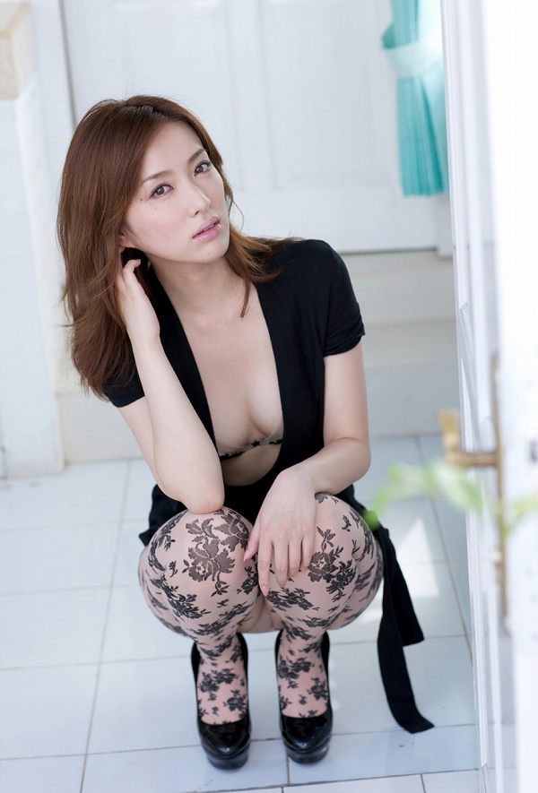 【咲嬉グラビア画像】最近芸名を変えた美熟女がグラドルだった頃のセクシー写真 52
