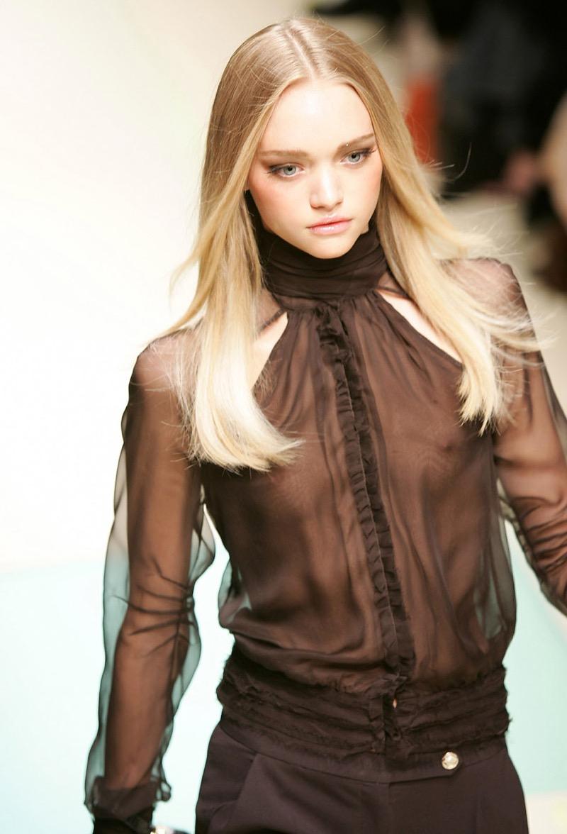 【ファッションショーエロ画像】おっぱい丸出しのデザインがエロいモデル美女 14