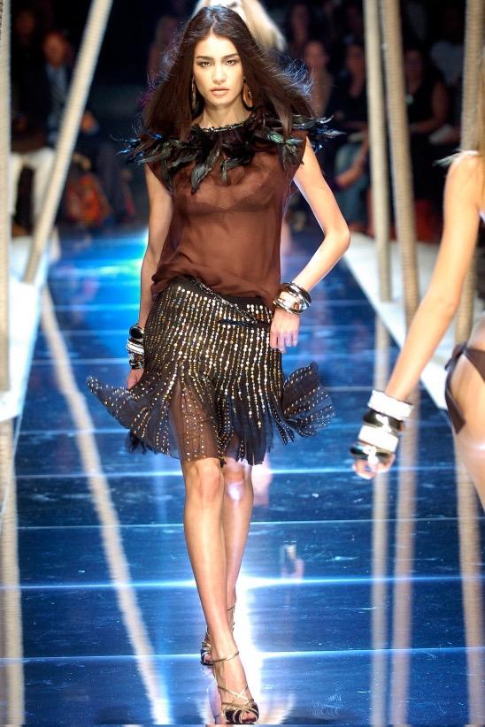 【ファッションショーエロ画像】おっぱい丸出しのデザインがエロいモデル美女 39