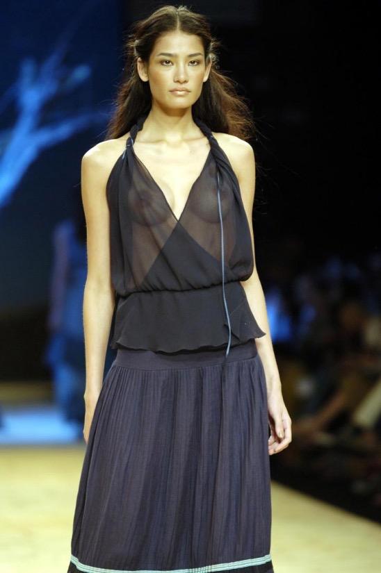 【ファッションショーエロ画像】おっぱい丸出しのデザインがエロいモデル美女 43