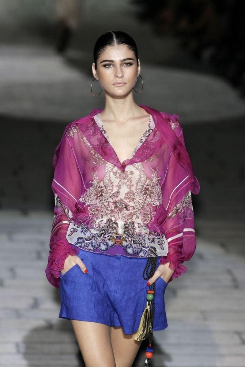【ファッションショーエロ画像】おっぱい丸出しのデザインがエロいモデル美女 51