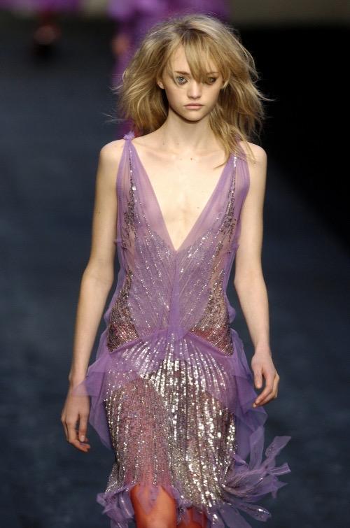 【ファッションショーエロ画像】おっぱい丸出しのデザインがエロいモデル美女 52