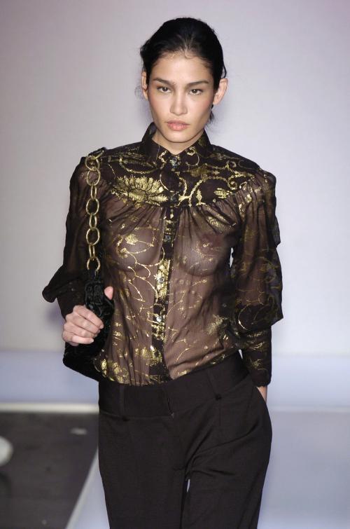 【ファッションショーエロ画像】おっぱい丸出しのデザインがエロいモデル美女 56