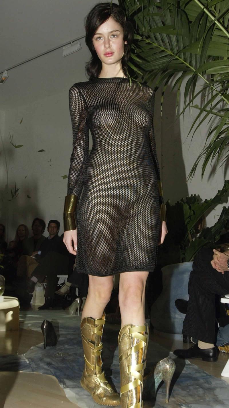 【ファッションショーエロ画像】おっぱい丸出しのデザインがエロいモデル美女 59