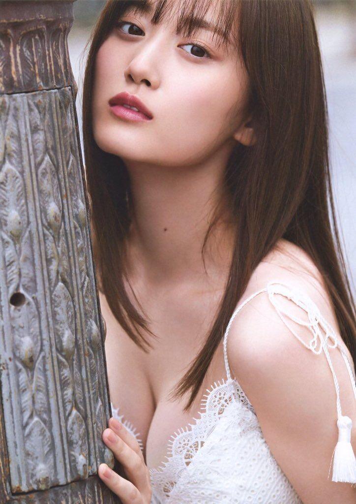 【山下美月グラビア画像】ハタチになっても相変わらず美少女感があって可愛いねぇ! 09